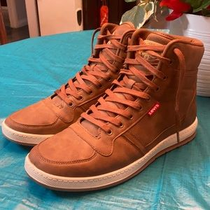 LEVI  STRAUSS HIGH TOP  BROWN SHOES.